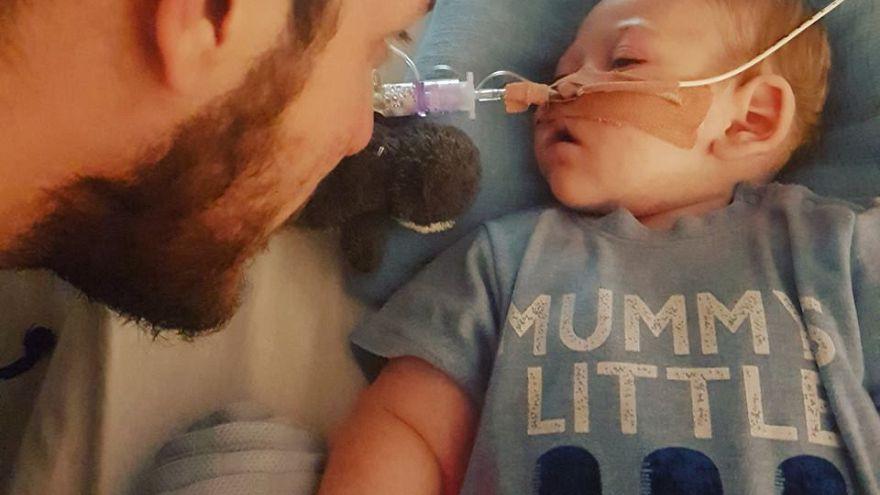 Schwieriger Streit um todkrankes Baby Charlie (10 Monate)