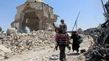 Families flee Mosul as Iraqi troops close in on ISIL