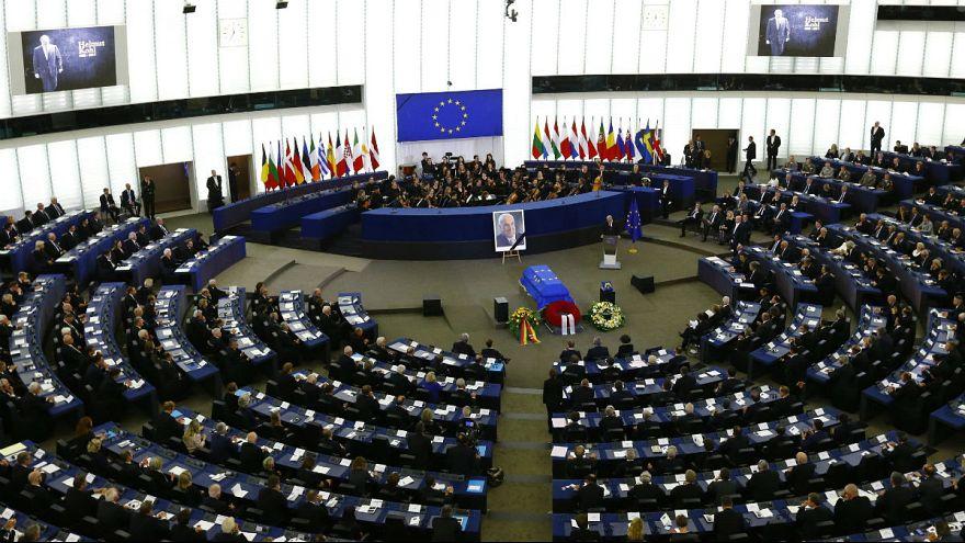 وداع رهبران سیاسی با هلموت کهل در پارلمان اروپا