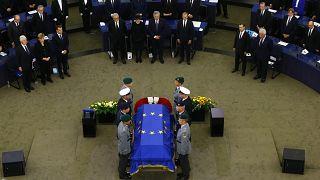 Церемония прощания с Гельмутом Колем