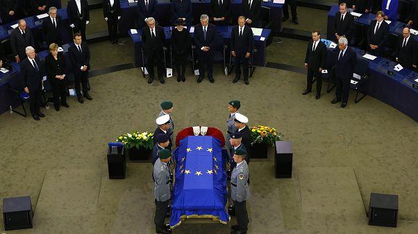 مراسم بزرگداشت هلموت کهل در پارلمان اروپا