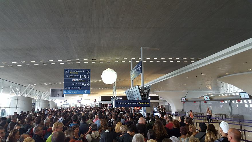 ترمینال اف ۲ فرودگاه شارل دوگل پاریس تخلیه شد