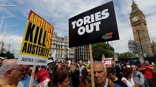 Kormányellenes tüntetés Londonban