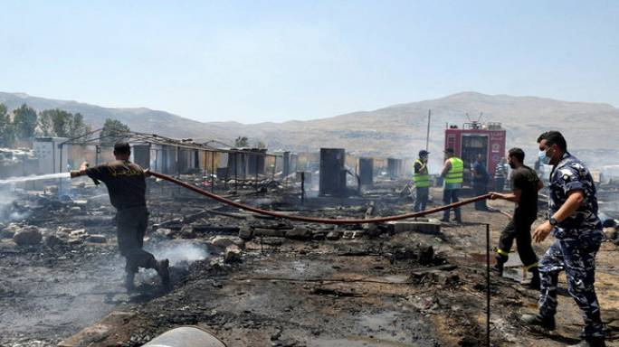 قتيل جراء حريق ضخم في مخيم للاجئين السوريين في البقاع