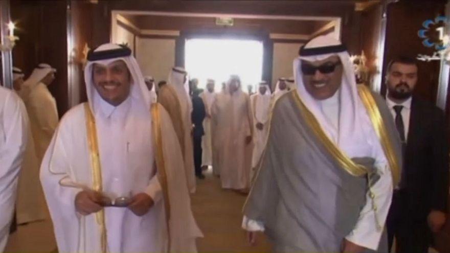 وزير خارجية قطر في الكويت.. ماذا في جعبته؟