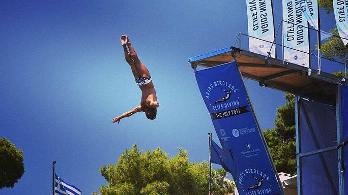 Látványos sziklaugró verseny Krétán