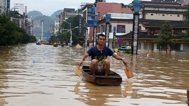 Hundreds of thousands evacuated in South China floods