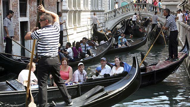 A turisták ellen tüntettek Velencében