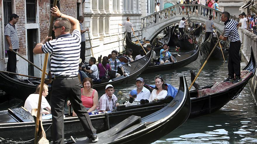 Venetians hold protest against tourist influx
