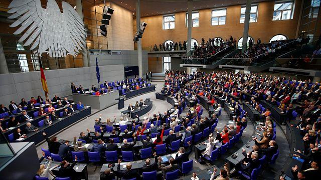 نواب البرلمان الألماني المسلمين يصوتون بنعم لزواج المثليين وميركل تصوت بلا