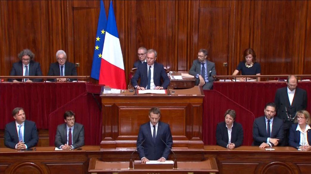 Macron di fronte a camere riunite