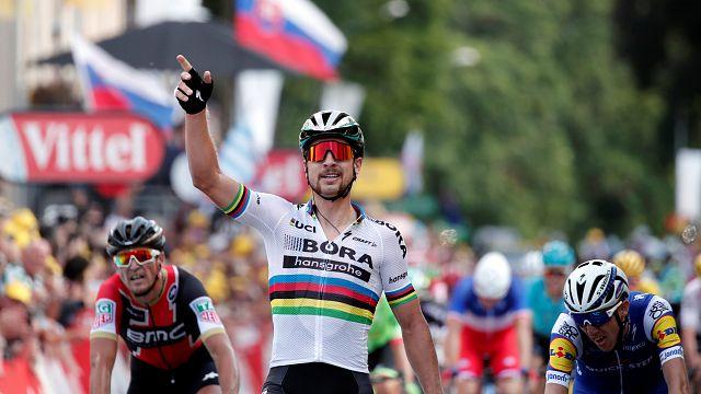 Peter Sagan vence 3.ª etapa da Volta à França em bicicleta