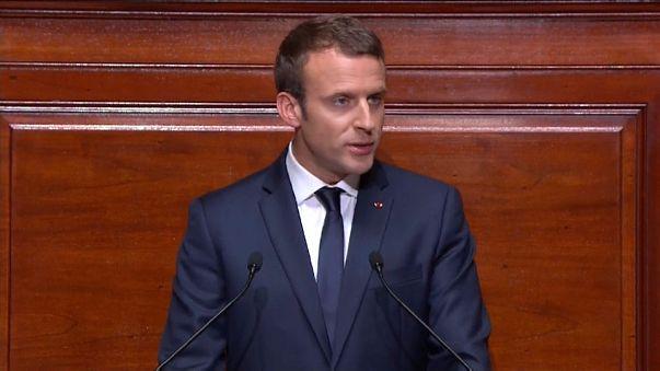 الرئيس الفرنسي يعلن عن رفع حالة الطوارئ في الخريف ويقترح اللجوء إلى الاستفتاء الشعبي