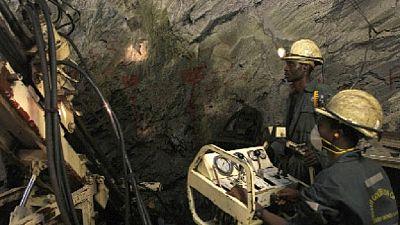 Ghana : des sauveteurs à la recherche de 14 mineurs dans une mine effondrée