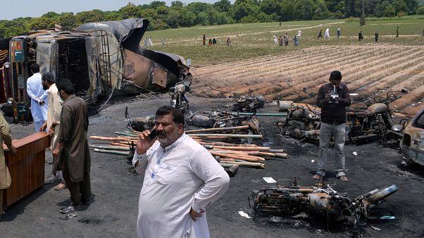 شمار تلفات جانی انفجار تانکر سوخت در پاکستان به ۲۰۶ نفر رسید