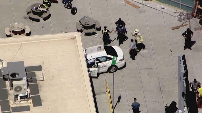 Táxi descontrolado atropela passageiros no aeroporto de Boston