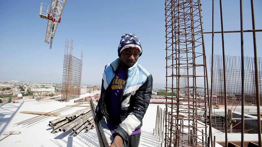 الجزائر ستمنح حق الإقامة والعمل لمهاجرين أفارقة غير نظاميين