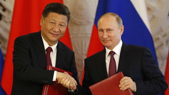 Moszkva és Peking együttműködésre szólít fel