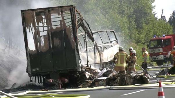 Nach Busunfall: Ermittlungen laufen auf Hochtouren