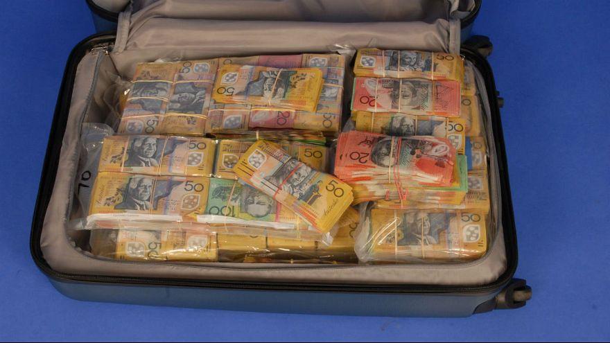صاحب چمدان حاوی ۱.۶ میلیون دلار با پلیس استرالیا تماس بگیرد