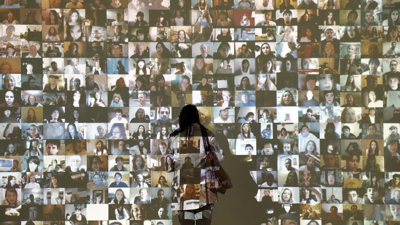 Saatchi Gallery debate: the selfie, social addiction or art?