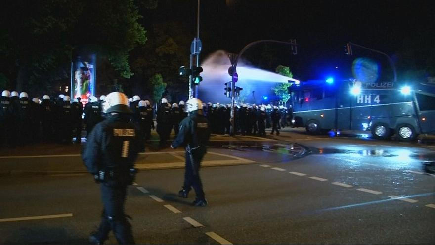 Riot police clash with G20 protesters in Hamburg