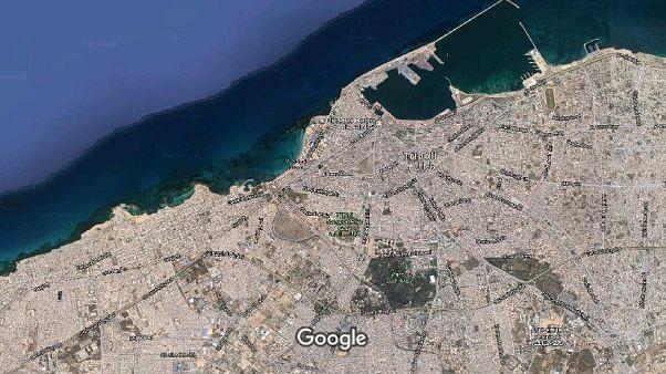 مقتل خمسة مدنين على الأقل في سقوط قذيفة على شاطئ بطرابلس