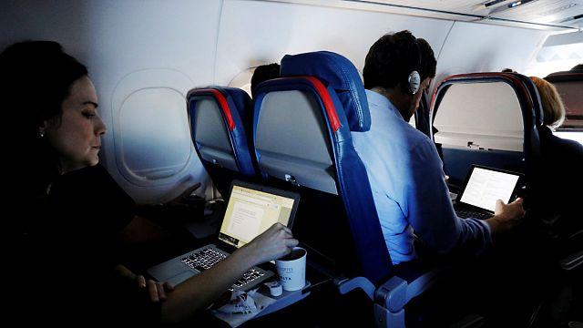 ABD'ye uçuşlarda tablet yasağı kalktı