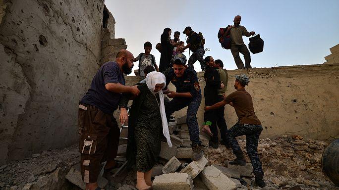 القوات العراقية تتقدم بالموصل والداعشيات يلجأن للعمليات الانتحارية