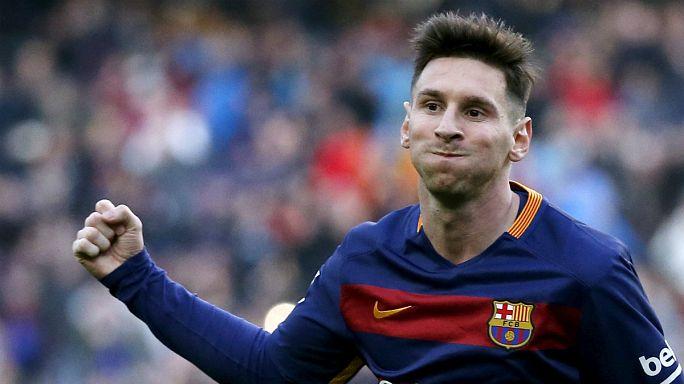 ليونيل ميسي يوقع عقدا يبقى بموجبه مع نادي برشلونة الإسباني حتى 2021