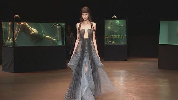 """Paris Moda Haftası'nda """"Su"""" teması"""