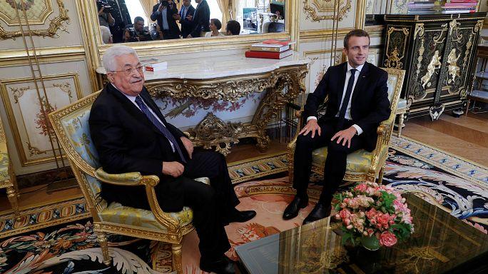 ماكرون يستقبل عباس في الإيليزيه
