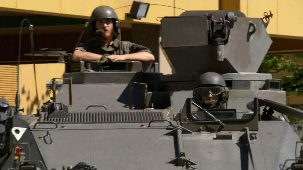 """Migranti, marcia indietro dell'Austria: """"I carri armati? Un malinteso"""""""