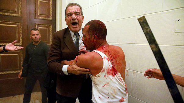 Csatajelenetek a venezuelai parlamentben