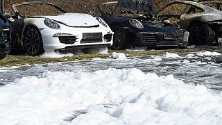 Гамбург: пожар в салоне Porsche на фоне акций протеста