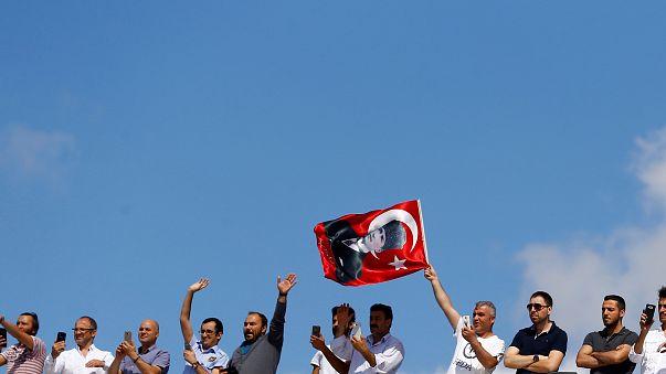 AP müzakerelerin askıya alınmasını öngören Türkiye raporunu kabul etti