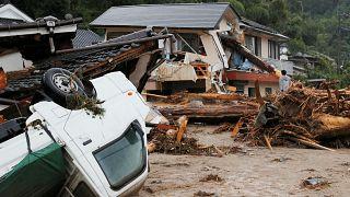الفيضانات تجبر مئات الآلاف على مغادرة منازلهم في اليابان