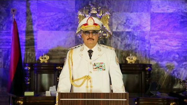 خليفة حفتر يعلن سيطرة قواته على بنغازي بالكامل