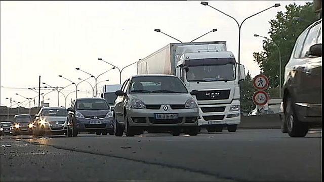 Francia anuncia un largo adiós a los coches con motores diésel y de gasolina