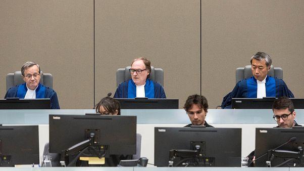 العناية الدولية تحمي البشير من المحكمة الجنائية الدولية
