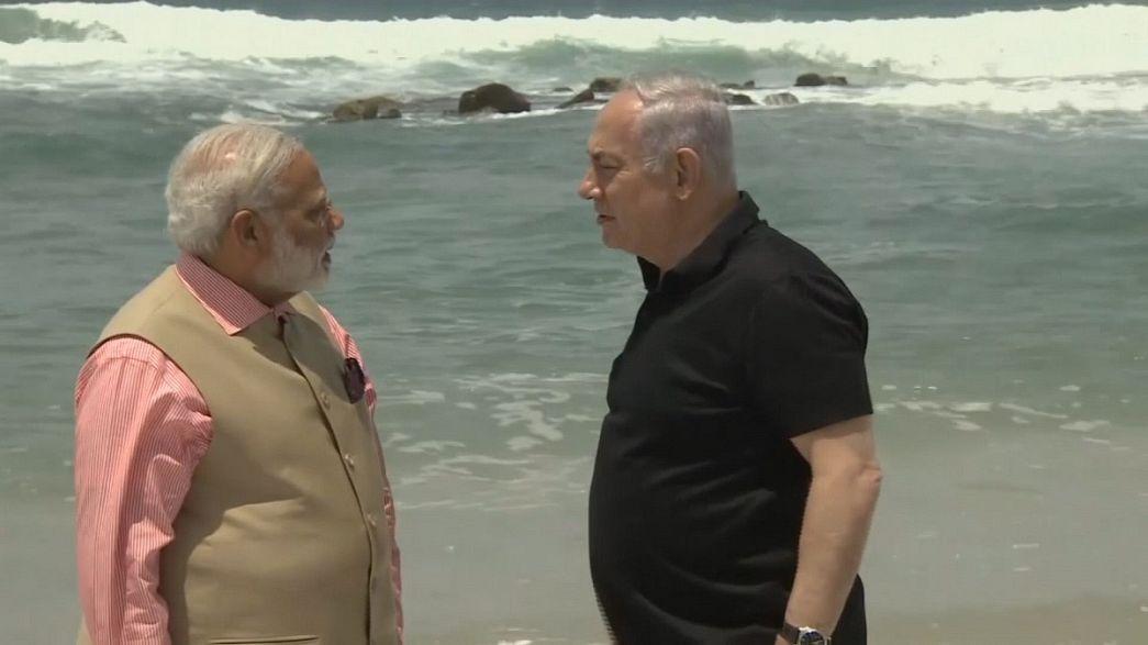 Hindistan ve İsrail başbakanları plajda