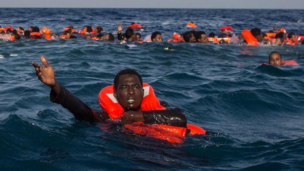 """Amnesty: """"Europa irresponsabile sui migranti. Li espone a morte e violenze"""""""