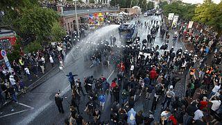 پلیس آلمان با معترضان به اجلاس گروه ۲۰ در هامبورگ درگیر شد