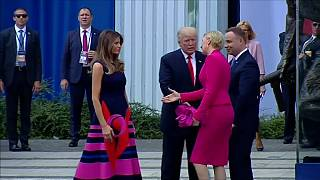 [شاهد] سيدة بولندا الأولى تتجاهل دونالد ترامب وتفضل عليه زوجته
