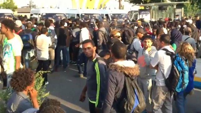 Sgombero migranti a Paris Porte la Chapelle