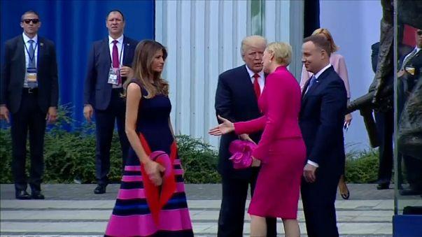 La 1ère dame polonaise évite la main tendue de Trump, il boude !