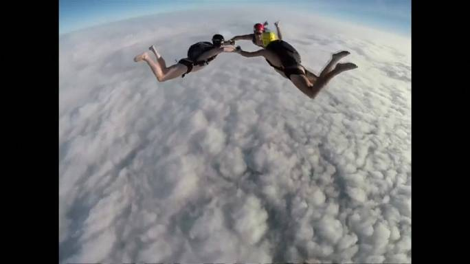 Parachutisme en tenue d'Adam