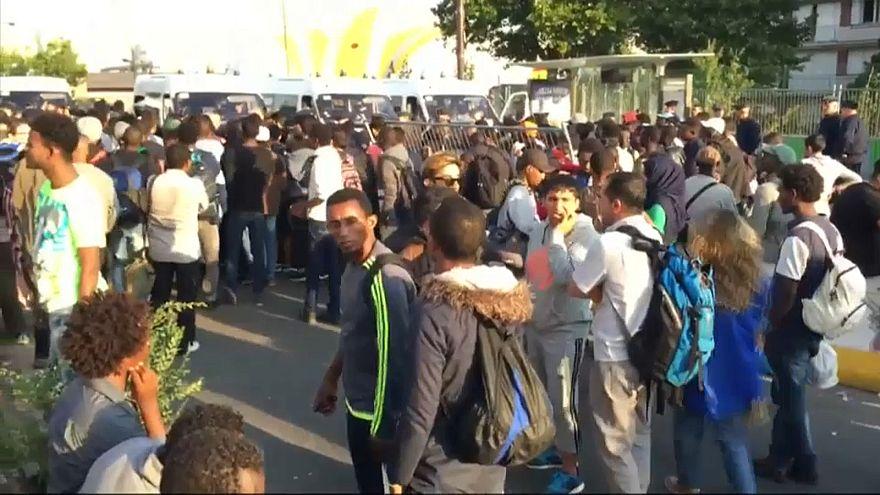 На севере Парижа эвакуирован лагерь мигрантов