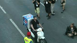 Pizza man celebrated as 'hero' after making it through G20 crowds