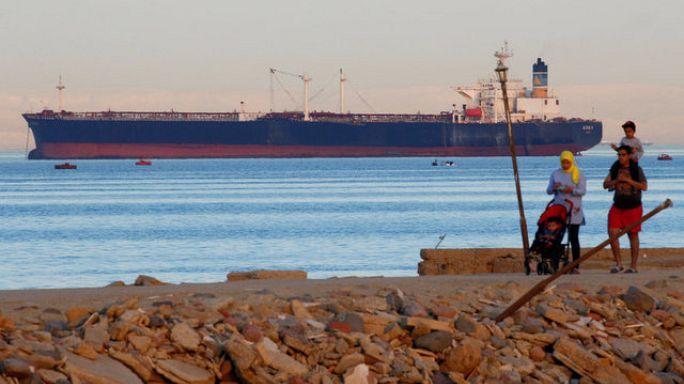 مصر تمنع دخول السفن القطرية لموانئها و تسمح لها بعبور قناة السويس